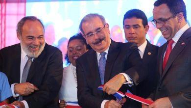 Photo of Presidente Medina entrega centro educativo en Boca Chica