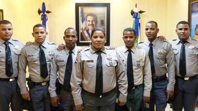 Photo of Madre y sus seis hijos dedican su vida a la Policía Nacional