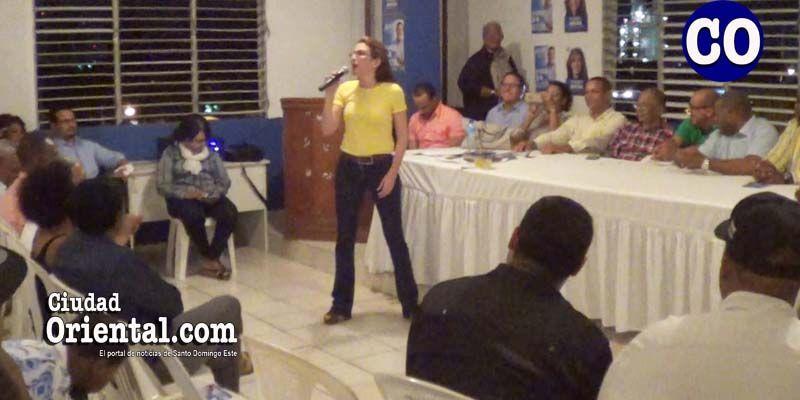 Carolina Mejia hizo en Los Mina lo que se abstuvo de hacer Peña Gómez en 1986