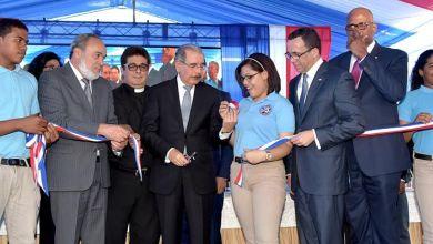 Photo of Presidente Medina entrega nuevo centro educativo en SDE