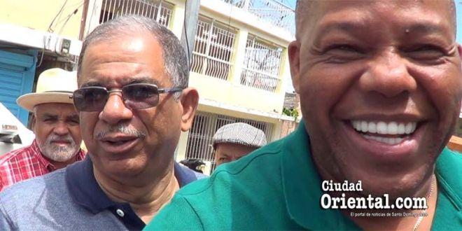 Adán Peguero, en primer plano; detrás Jorge Frías