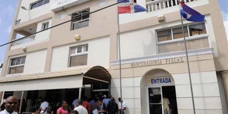 Custodios policiales sufren consecuencias de la improvisación de la Fiscalía de SDE