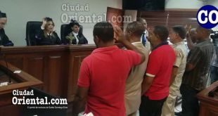Testigos al momento de ser juramentos en la Sala de Audiencias