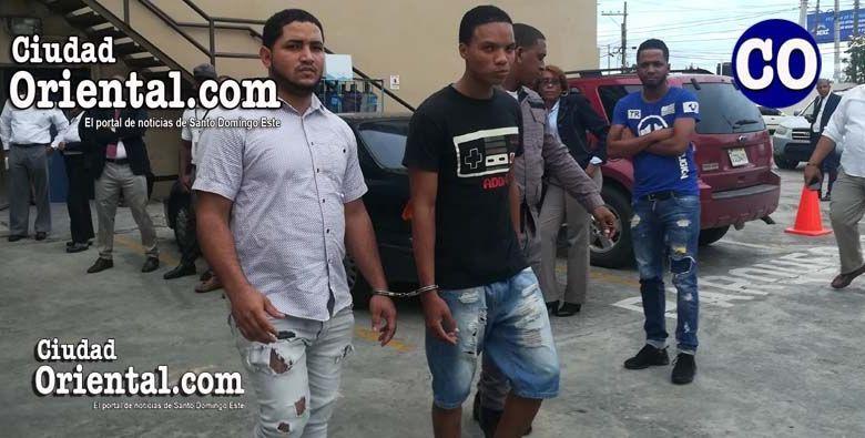 Los dos acusados al momento de ser llevados ante un juez.(foto de archivo).