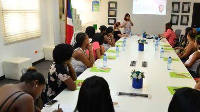Photo of SeNaSa orienta a afiliadas embarazadas sobre importancia de la lactancia