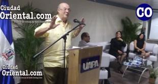 El ex presidente Hipólito Mejía, hablando en la UAPA.