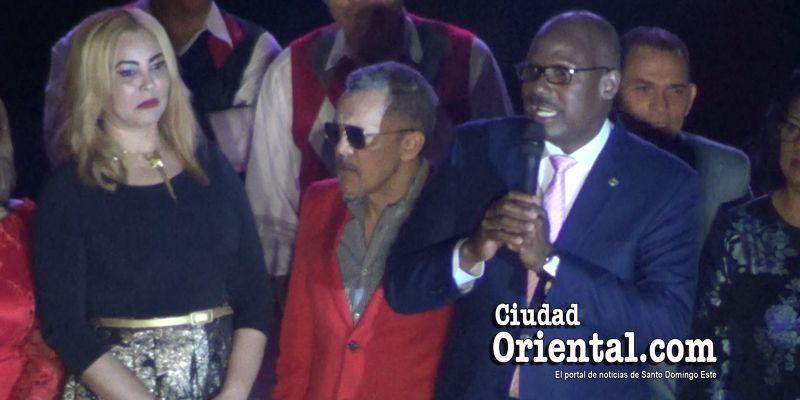 El alcalde Alfredo Martínez hace de todo: ¡Hasta de maestro de ceremonias!