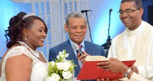 La pareja celebró 25 años de unión matrimonial.