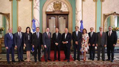 Photo of VIDEO: Año de la Innovación y Competitividad: presidente Danilo Medina recibe a futurista y estratega Vito di Vari