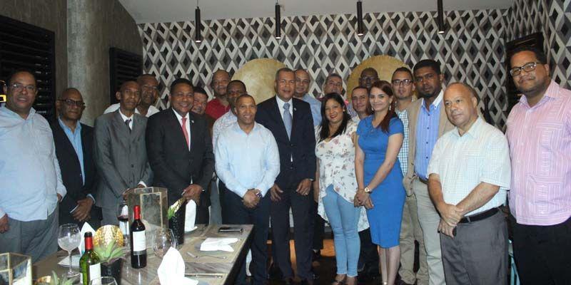 Joselito Echavarría muestra a sus aliados en la Circunscripción 1