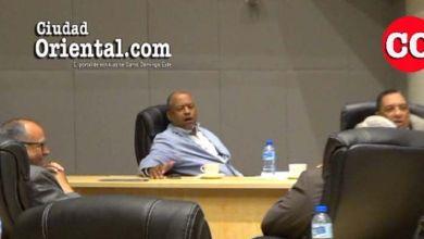 Photo of El regidor del PRM Robert Arias ríe cuando Peña Gómez estaba bajo feroz ataque de Comesolo + Vídeo