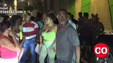 Protesta de vecinos frente a la planta de AES Dominicana en la avenida Venezuela