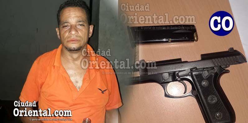 El capitán de la FARD, Franklin Eulise Beltre del Rosario y el arma utilizada.