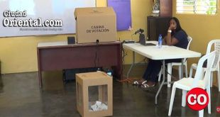 Así estaba poco después de las 3:00 PM uno de los centros de votación en Los Mina.