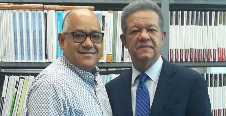 Joaquín Hilario (i) y Leonel Fernández