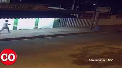 Photo of Cámara de seguridad capta hombre que vandaliza propaganda de Luis Alberto + Vídeo