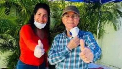 Photo of Manuel Jiménez y Evelyn Fernández desafían recomendaciones de distanciamiento social