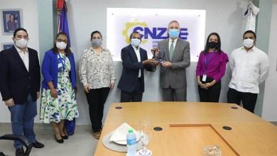 """Photo of CNZFE reconoce a Roberto Rodríguez Marchena por """"efectivo y constante apoyo a las zonas francas"""" en su gestión como director de DICOM"""