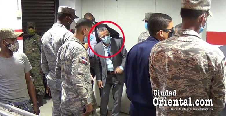 Manuel Jiménez protegido por militares