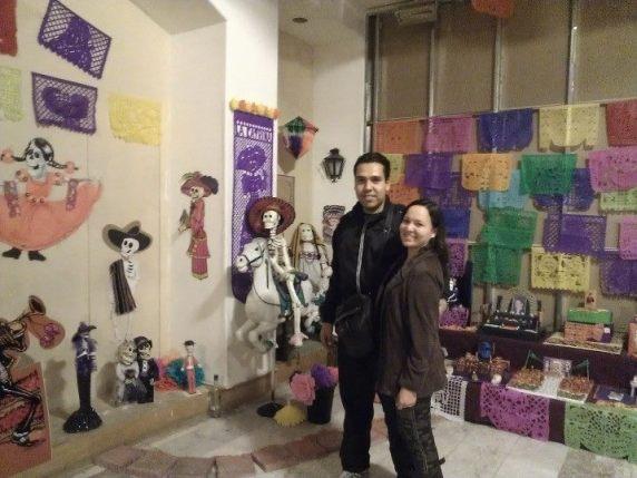 J. Israel Ibarra González nos enseña un altar a la muerte en Tijuana, México