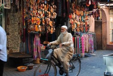 El calzado de cuero es lo más común en los mercadillos. Foto: M. Riggi