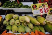 El maiz en mazorca es el más caro. La unidad sale casi a cincuenta centavos de euro. ¡Qué tal!. Foto: M.Velásquez