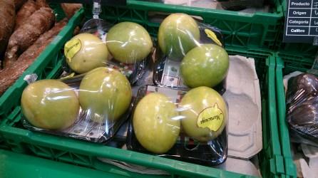Fruta: Maracuyá. Importada de Colombia