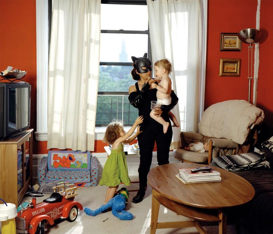 Catwoman es Minerva Valencia, originaria de Puebla, México. Trabaja como niñera en Nueva York. Manda 400 dólares a la semana a casa. Foto: Dulce Pinzón