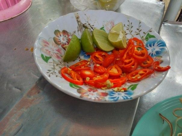 Chile y limón acompañan muchos platillos en Vietnam. Foto: A. Alemán