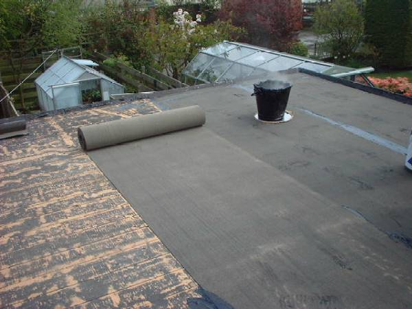 Roof treatment using of bitumen felt