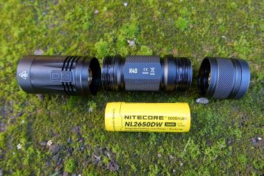 nitecore-r40-flashlight-civilgear-074
