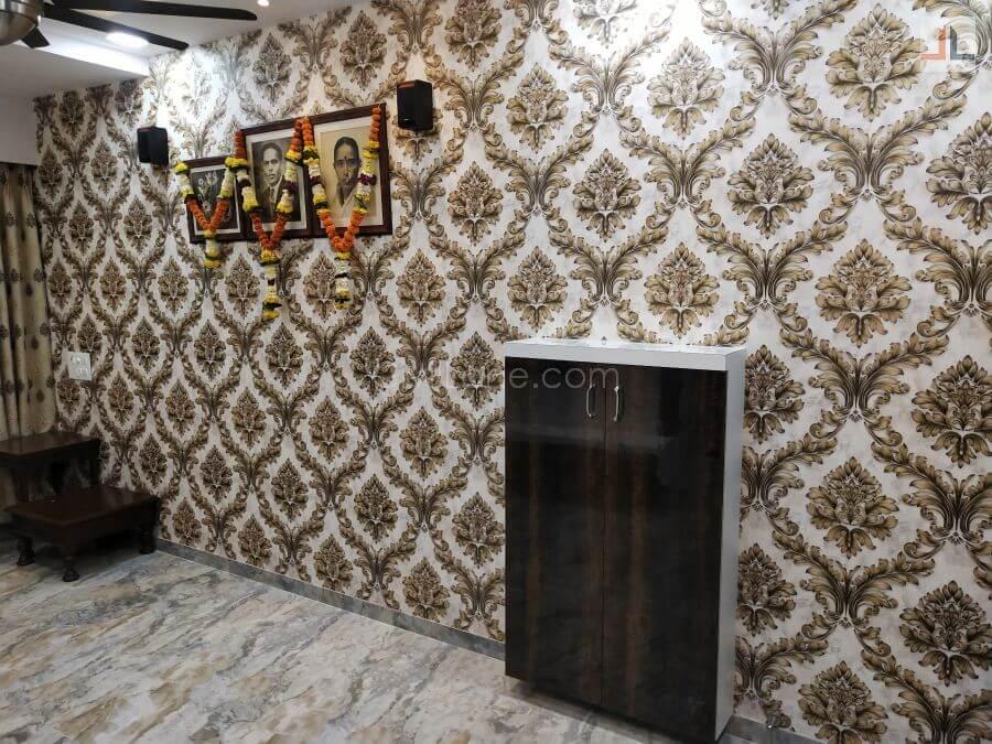 Traditional flower pattern wallpaper design ivory color