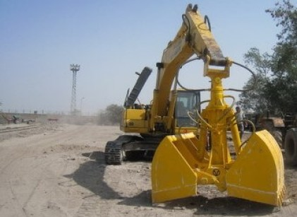 Different Types of Heavy  Construction Equipment  - #6. Clamshell