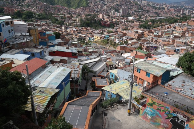comuna 13 graffiti tour