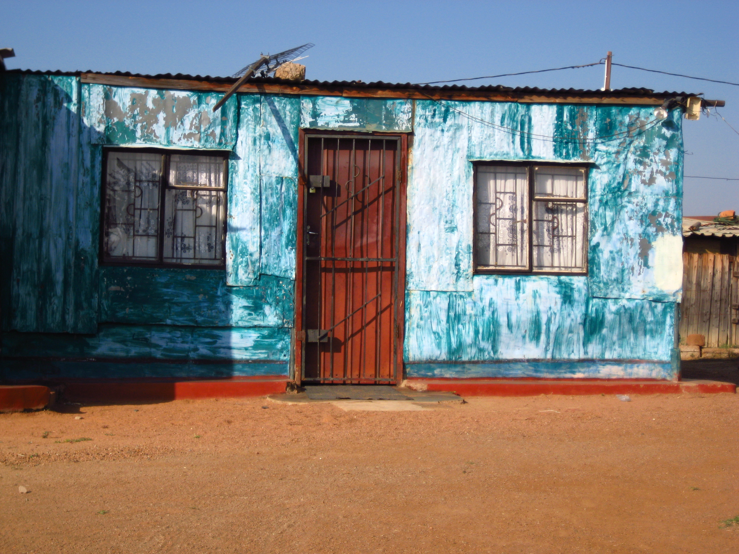 Shacks in Sosh exude character simply through their paint color.  Beauty personified.