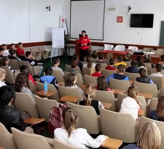"""Učenici III razreda O.Š. """"LPO"""" posjetili Crveni krst"""