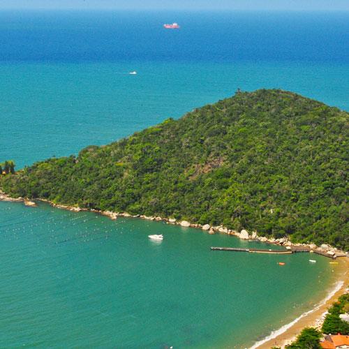 Conheça a Praia de Laranjeiras em Balneário Camboriú