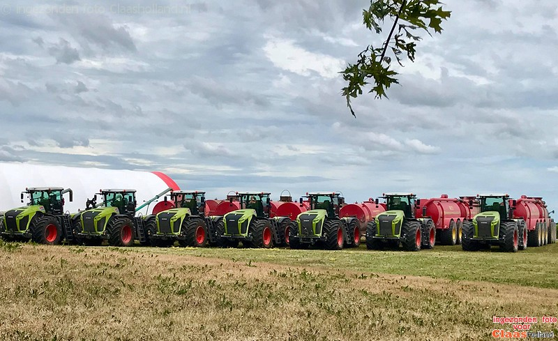 Canadese Claas Dealer levert 7 xerion's af/Canadian Claas dealer, delivers 7 Claas Xerion's.