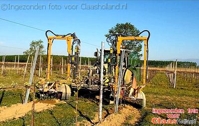 Claas Elios in de italische boomgaard. With Englisch.