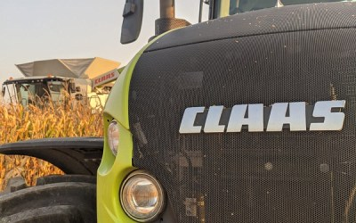 CLAAS LEXION and AXION in the corngrain.