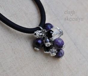 チャロアイト・ブラックスピネル・水晶・シルバーオーラ水晶を使用した、ヘアゴムです。
