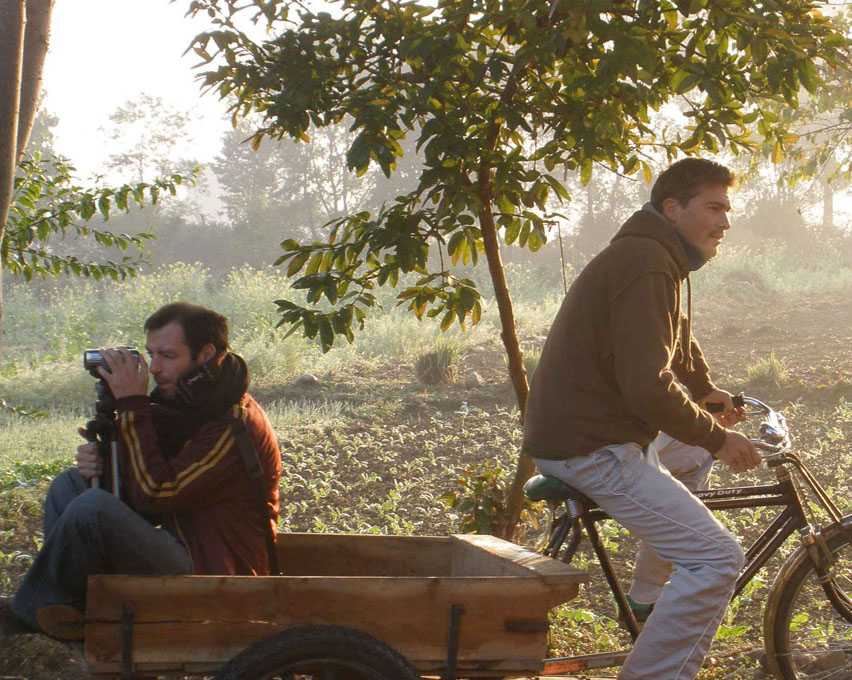 En quête de sens : le voyage de deux amis autour du monde
