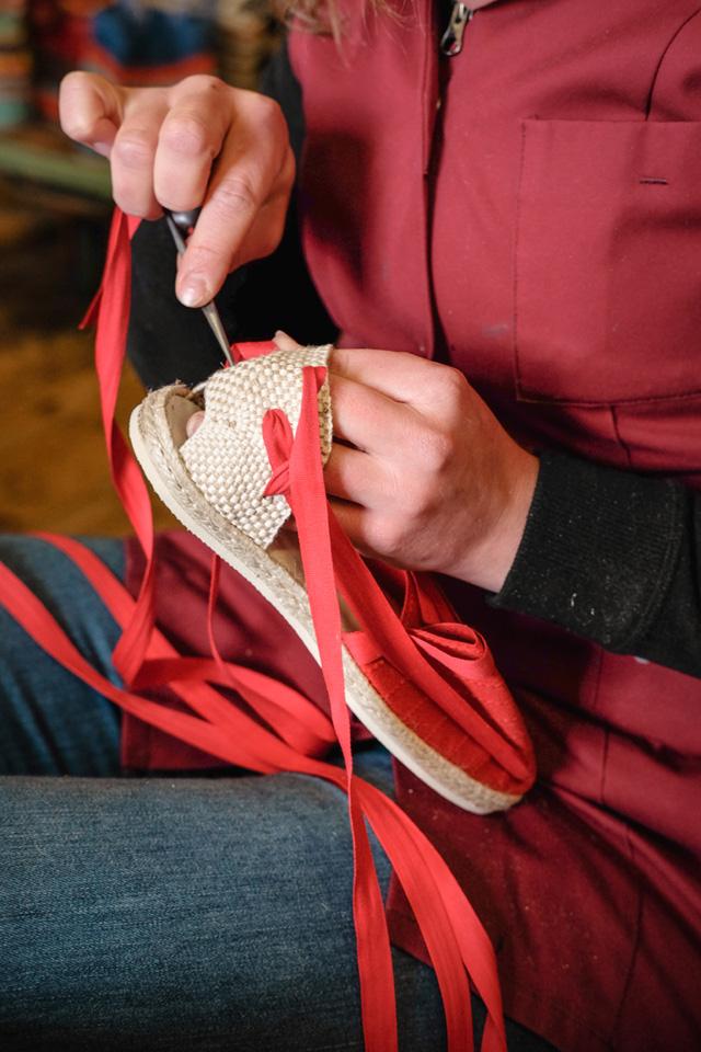 La mise en place des lacets sur la bhallotine