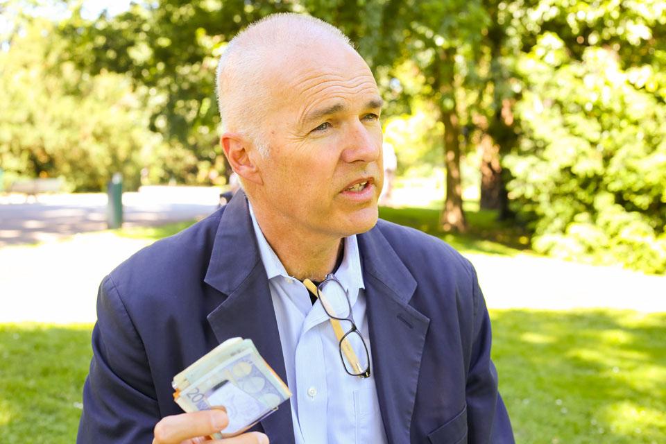 Robert Reed explique qu'habiter dans une ville zéro déchet ne coûte pas plus cher