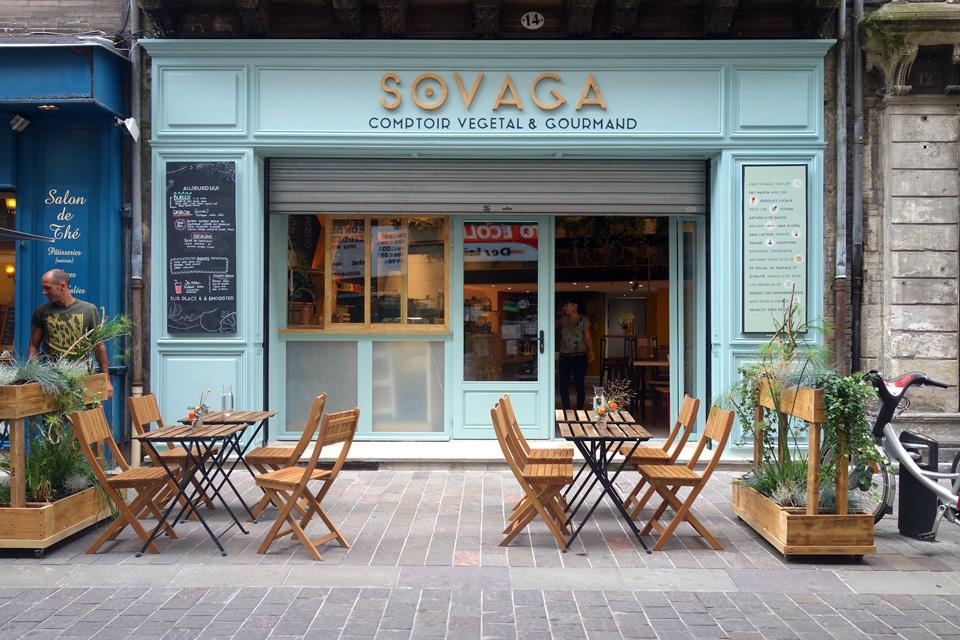 Vitrine de Sovaga, restaurant végétal à Toulouse
