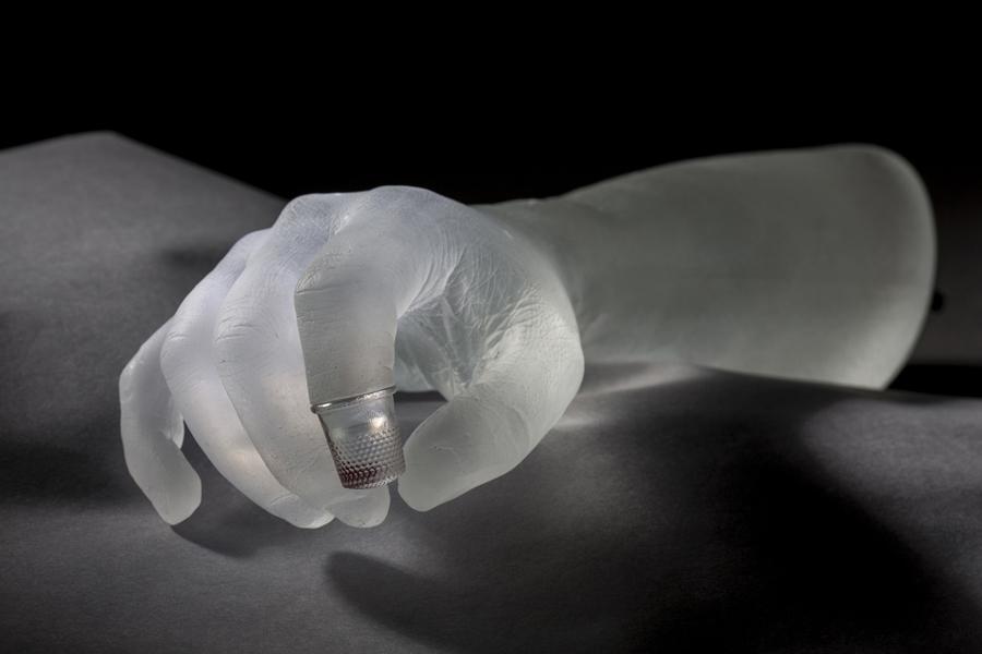Bras droit, detail of the installation Généalogie de la douleur