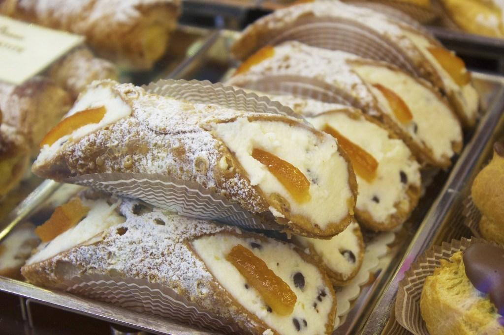 cannolo dolce tipico di Catania