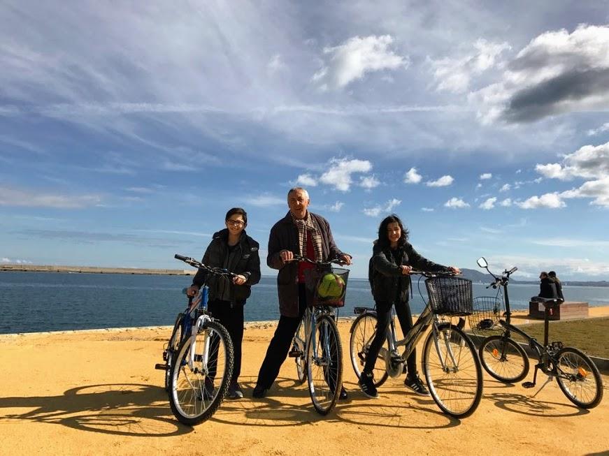 famiglia in bicicletta a palermo