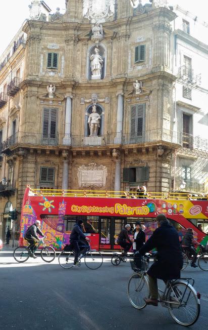 autobus di Palermo durante una visita con i bambini