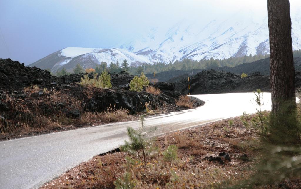 paesaggio sull'etna durante un'escursione